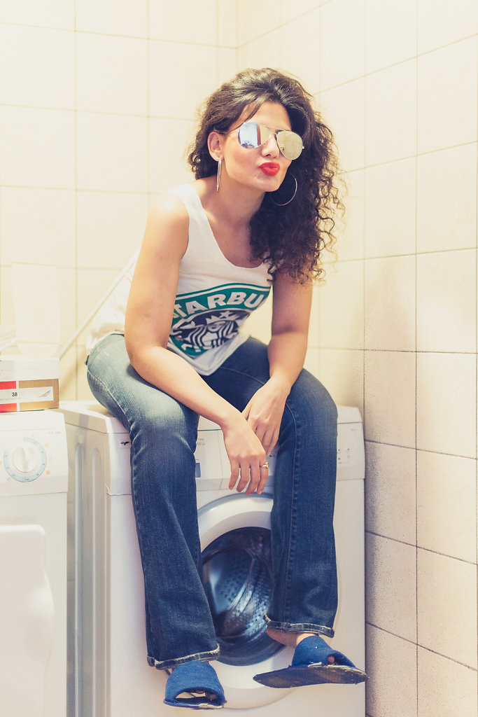 Red lips, pout and aviatiors - Fashion on a washing machine ;)